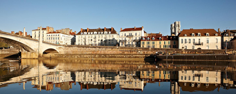 14 Nächte ab Lyon, Tournus, Chalon-sur-Saône, Mâcon, Trévoux, Viviers, Port St. Louis, Arles, Avignon, Châteauneuf-du-Pape und Tournon/ Tain-l´Hermitage nach Vienne.
